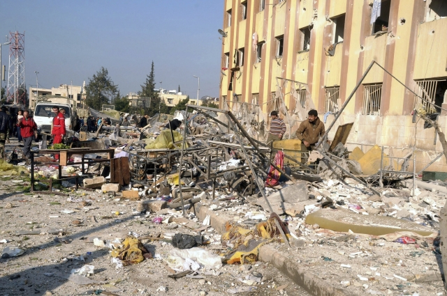 Mueren unos 83 tras explosiones Explosiones en universidad siria dejan 83 muertos