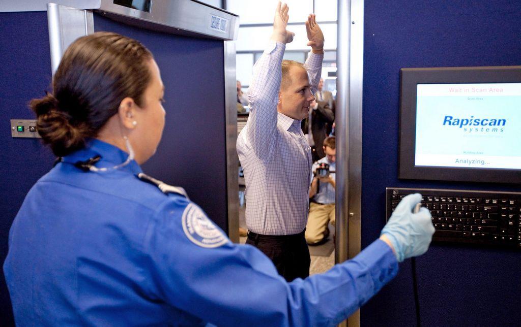 EE.UU. retira de aeropuertos escáneres que dan imágenes demasiado explícitas
