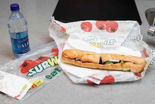 """Subway alega que el  """"footlong"""" es sólo un nombre"""