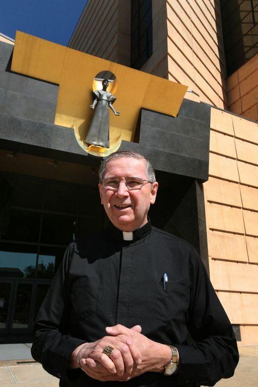 Líderes católicos de LA ocultaron abusos