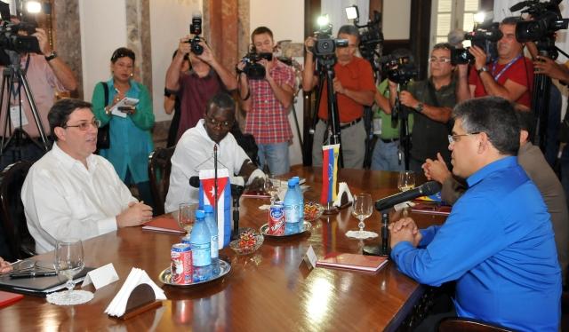 Jaua  va  otra  vez a Cuba