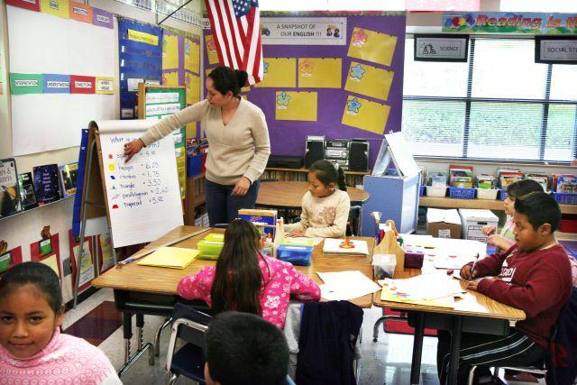 ACLU exige clases de inglés para 20 mil niños de CA