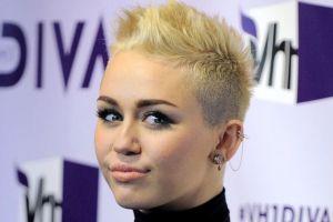 Miley Cyrus muestra su lado sensual en portada de revista