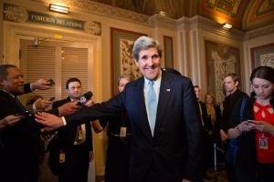 Aceptan dar cargo a Kerry