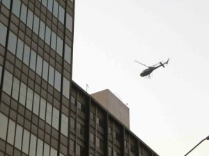 Helicópteros del Edomex colaboran en rescate en Torre de Pemex
