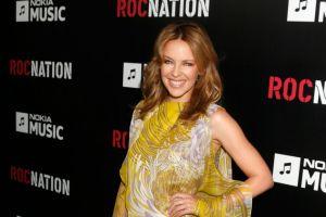 Kylie Minogue firma con sello del rapero Jay-Z (Video)