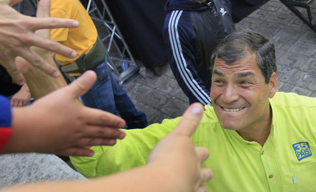 """Ecuador: Correa pide una """"mayoría contundente"""" en Legislatura"""