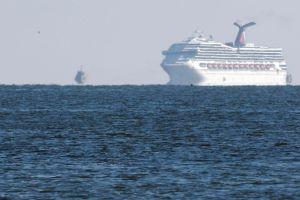 El Triumph se dirige a tierra, pero a bordo reina el caos (Fotos)