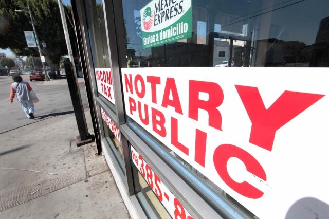 Un grupo de abogados alertaron acerca de los fraudes que se cometen en trámites migratorios a través de notarios. (ARchivo)