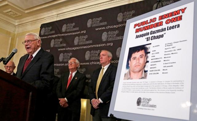 Anuncian en conferencia de prensa que Joaquín el 'Chapo' Guzmán es el enemigo público número 1 de Chicago, EEUU.