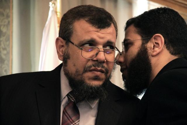 Jaled Alam Eldin (izq.), asesor del Presidente, quien fue despedido del gabinete del Gobierno egipcio por el mismo Mohamed Mursi.