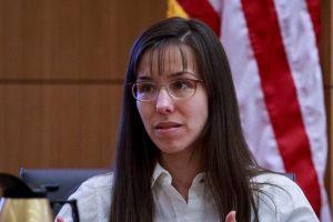 Jodi Arias alega que disparó a su novio en defensa propia