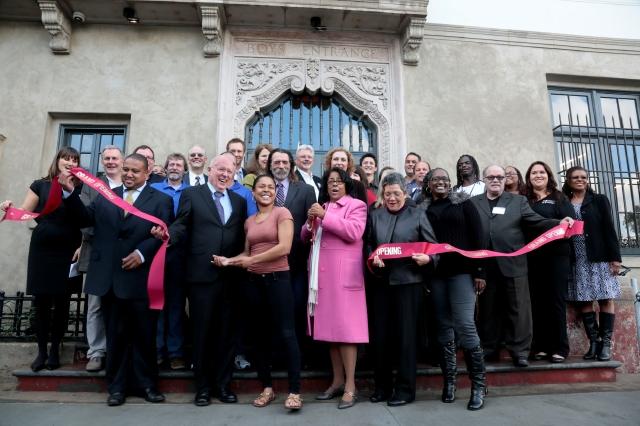 Elecciones LA: Jan Perry, énfasis en LA Live y USC