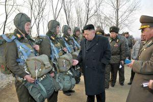 Norcorea: Kim Jong-un dirige maniobra de artillería