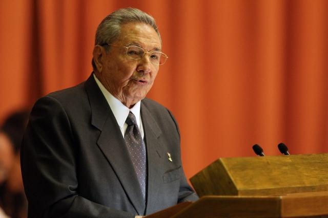 El gobernante de Cuba, Raúl Castro, hablaba ayer  en la Asamblea Nacional, en La Habana (Cuba).