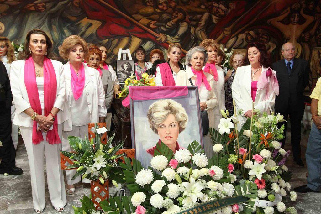 Carmen Montejo es despedida entre aplausos (Fotos)