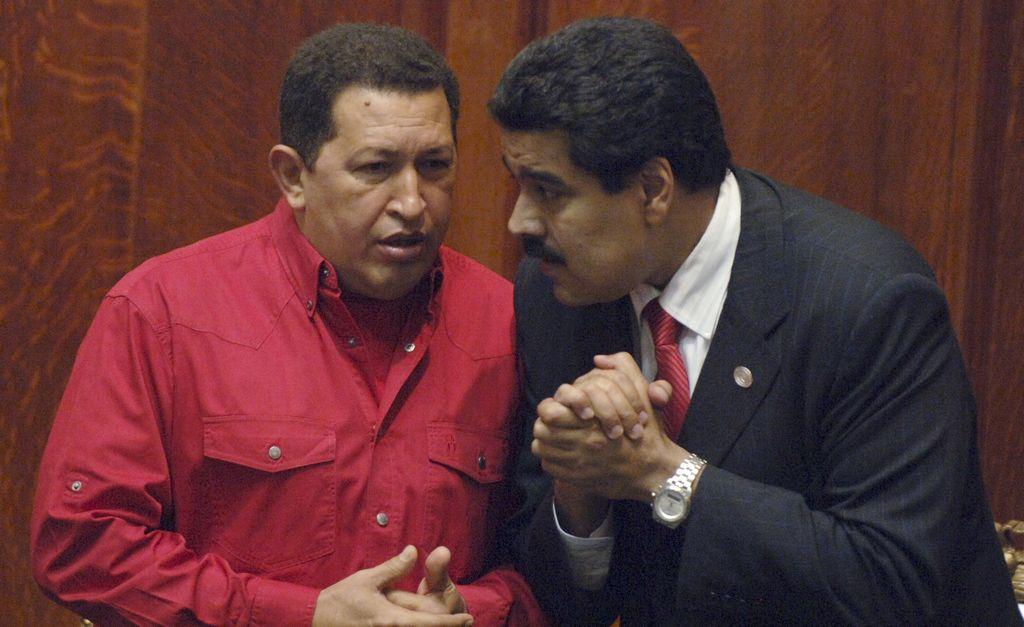 Maduro insiste en que Chávez imparte órdenes