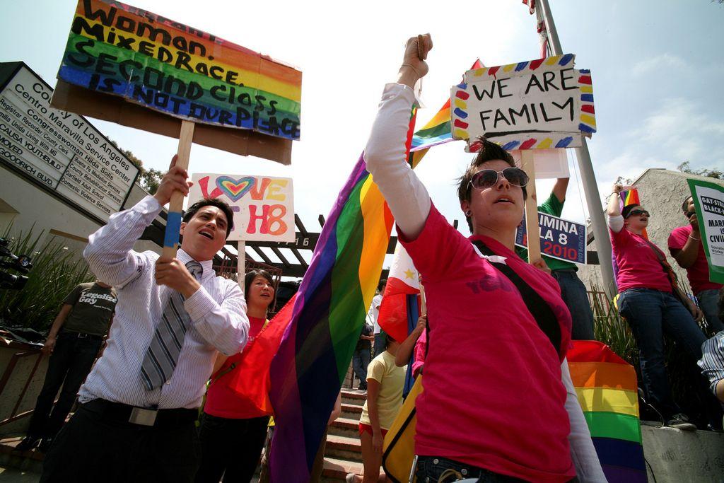 Corte Suprema debatirá derechos de los gays en California