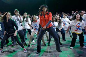 Michelle Obama bailó y saltó con los niños (Fotos)