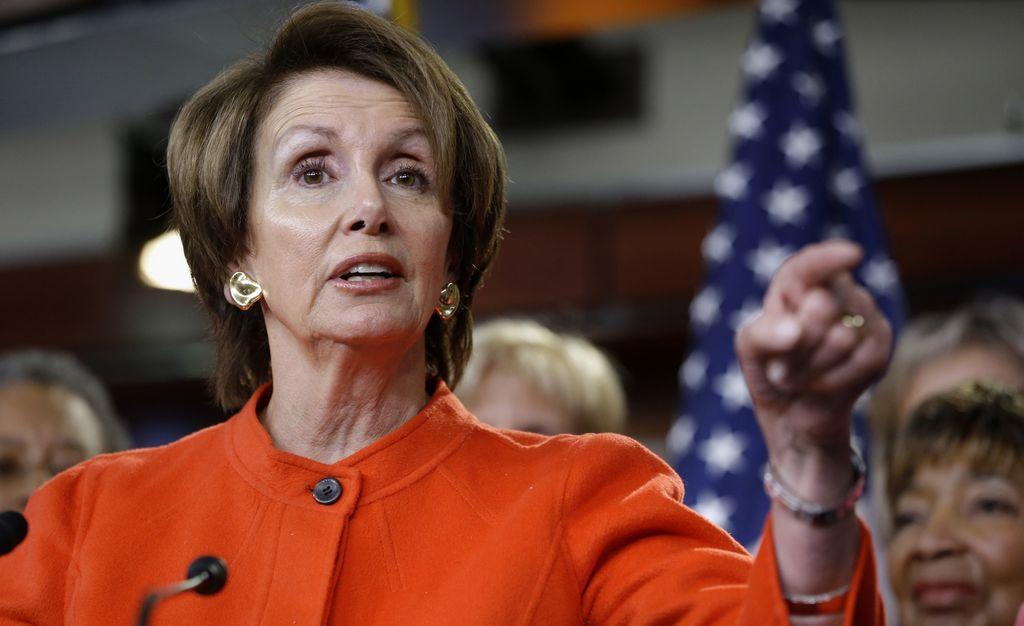 El Congreso aprueba legislación para víctimas de violencia doméstica. En la foto, la líder de la minoría en la Cámara de Representantes, Nancy Pelosi.