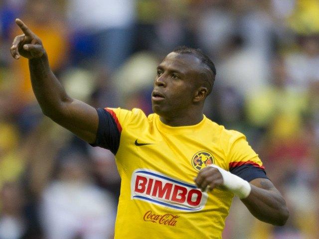 """Christian """"Chucho"""" Benítez fue la figura del partido, al marcar un triplete"""