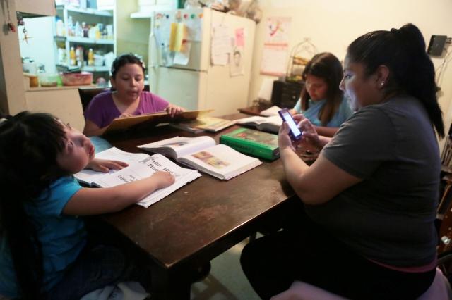 Rosa Vicuña y sus cuatro hijos formarán parte de la caravana por la reforma migratoria que recorrerá varias ciudades.