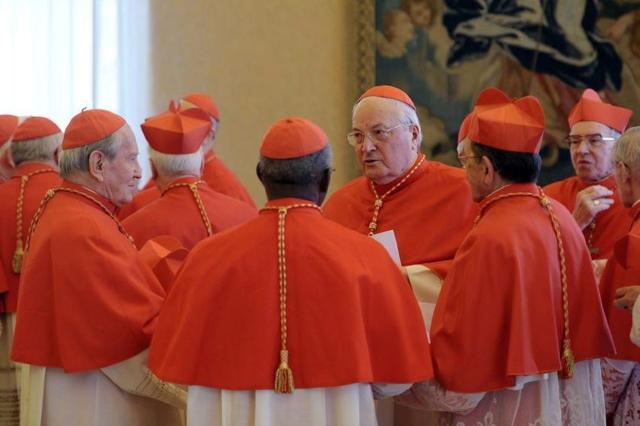 nuevo para el Varios de los cardenales que forman parte del cónclave en la Ciudad del Vaticano, para elegir al nuevo pontífice.