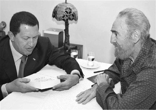 Esta foto fue divulgada por el diario Juventud Rebelde y muestra al presidente Fidel Castro (d) y a Hugo Chávez (i) durante una reunión en La Havana, Cuba, en septiembre 2006.