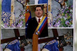 Maduro anuncia con lágrimas la muerte de Hugo Chávez