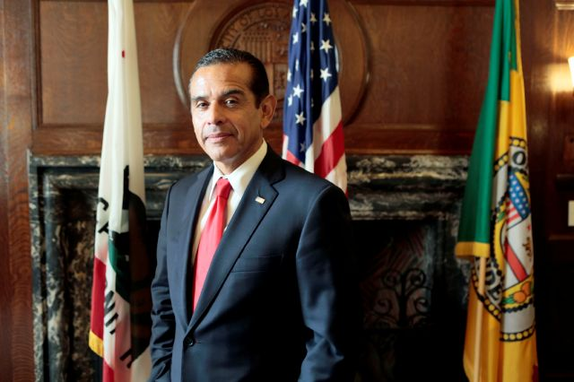 Antonio Villaraigosa indicó que planea continuar su carrera política.