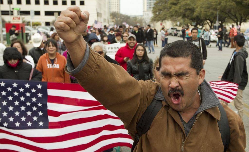 La economía es uno de los temas que fueron desplazados entre los latinos en EE.UU. La inmigración hoy lo es todo.