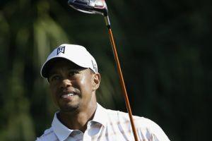 Tiger Woods, líder en solitario