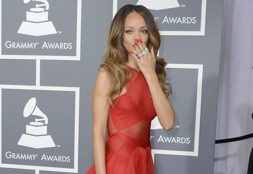 Rihanna admite temerle a su madre (Video)