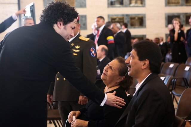 Dudamel dirige  orquesta en cortejo fúnebre de Chávez