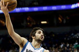 Wolves vencen a Spurs con triple-doble de Rubio