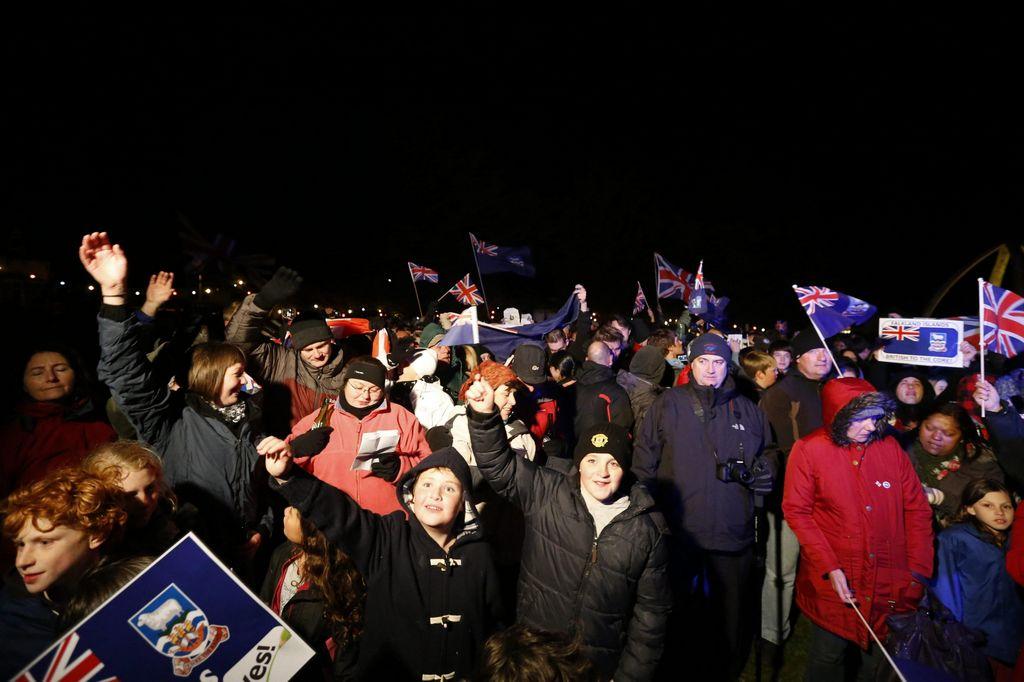 Los habitantes de las islas Falkland o Malvinas salieron a expresar su deseo.