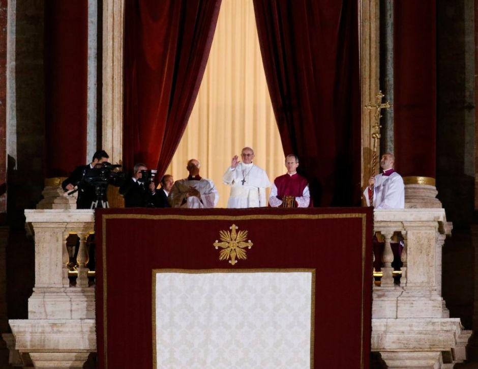 Francisco, nuevo Papa jesuita y latinoamericano (En Vivo)