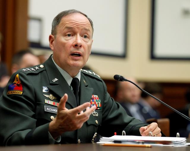 El  jefe del Mando Cibernético de Estados Unidos, general Keith Alexander, dijo que se está salvaguardando el ciberespacio nacional.