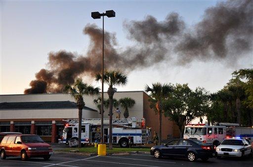 3 muertos al estrellarse avioneta en Florida (video)