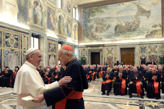 Vaticano realiza defensa papal