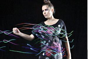 Diseñadoras iluminan la moda
