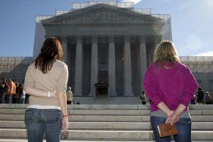 Estigmas y limitaciones de parejas gay e inmigrantes
