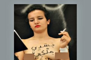 Amina morirá a pedradas por mostrar senos en Facebook