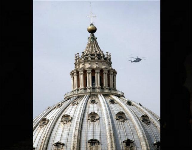 Suicida amenaza con tirarse desde la cúpula de San Pedro