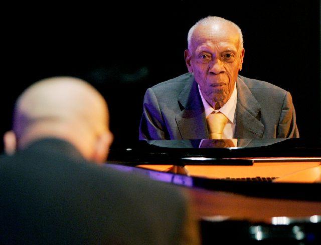 Bebo Valdés en un concierto en Casa de América, en Madrid, en el 2008. El músico será enterrado junto a su esposa.