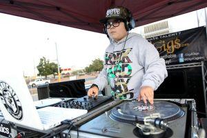DJ hispano de 10 años causa sensación en Las Vegas