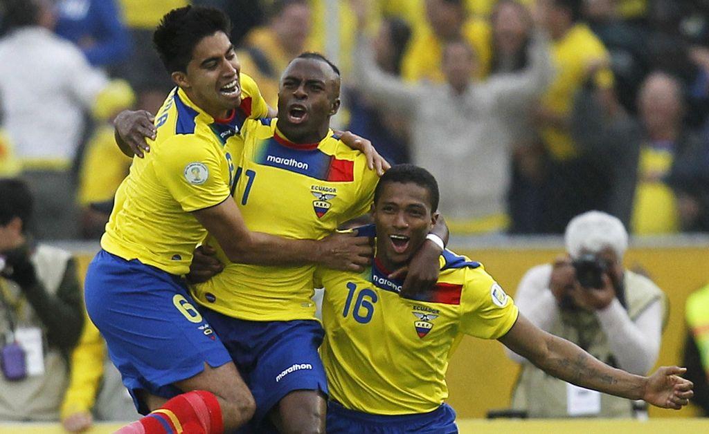 La selección de Ecuador remonta y casi deja fuera de combate a Paraguay en las eliminatorias de Conmebol.