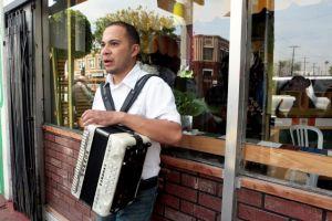 Mexicanos recortan    remesas