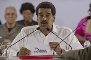 Busca defender a Chávez