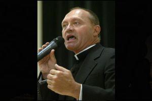 Sacerdote admite haber vendido drogas en Connecticut (Video)